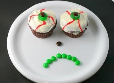 Eyeball cupcakes 002-1